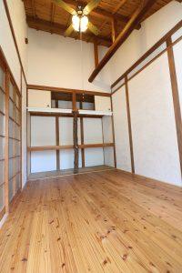 グランブルー202 無垢フローリング&漆喰壁の部屋