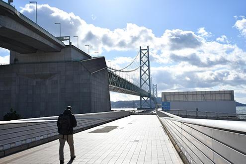 明石海峡大橋と淡路島と空