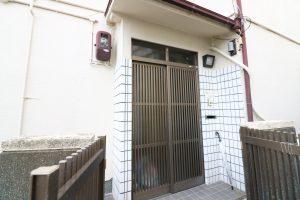 男性用の玄関【神戸シェアハウス和楽居グランブルー】