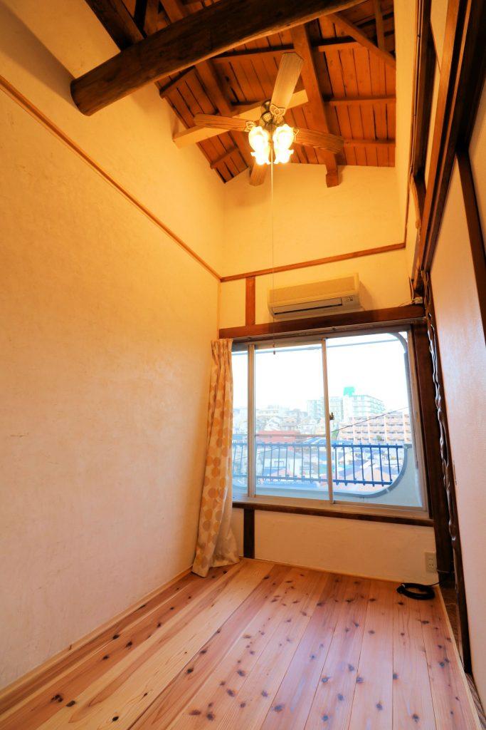 Room201 天井が高くシーリングファン付き【神戸シェアハウス和楽居グランブルー】