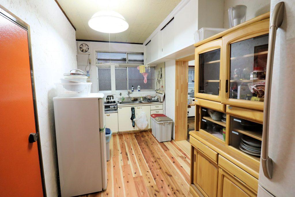 女性キッチン【神戸シェアハウス和楽居グランブルー】
