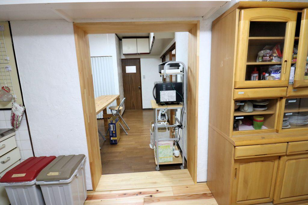 女性キッチン & 男女共用キッチンの通路【神戸シェアハウス和楽居グランブルー】