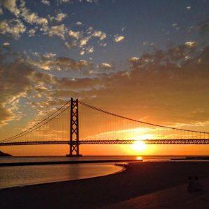 明石海峡と夕日