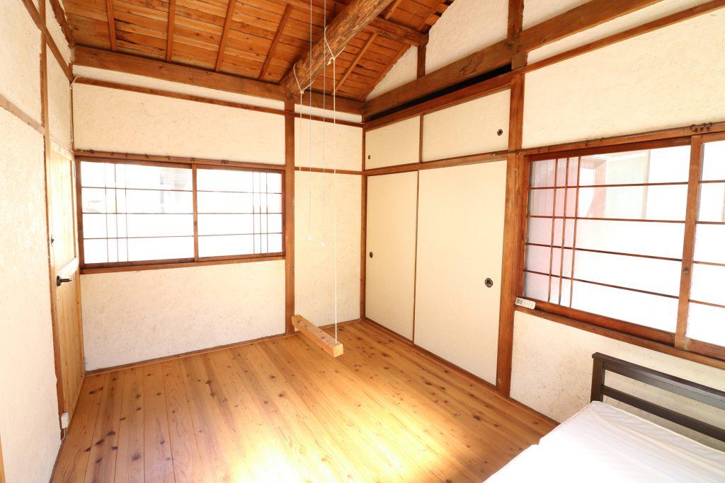 Room201 北・東の窓と押し入れ