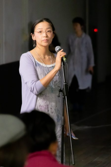 凛とした司会の智美さん2(結水荘)