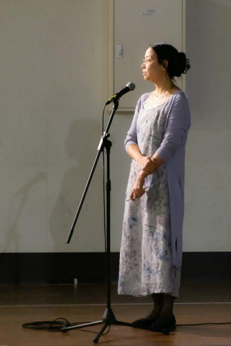 凛とした司会の智美さん(結水荘)