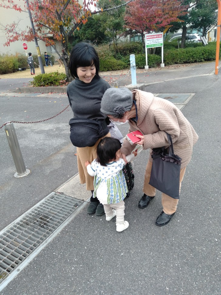 ママとおばあちゃんに甘える
