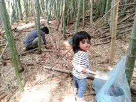 タケノコ掘り娘
